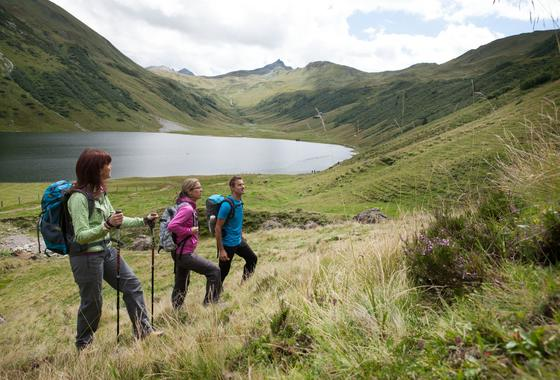 hiking holidays with lake view wagrain