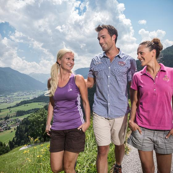 hiking with the family in flachau | © Flachau Tourismus