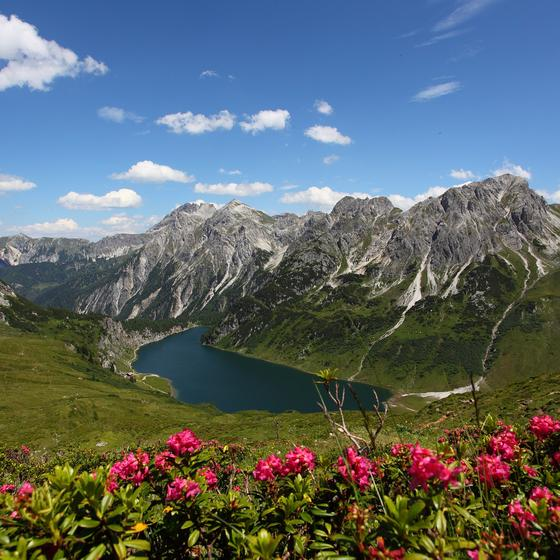 hiking around the lake in huettschlag | © TVB Grossarltal