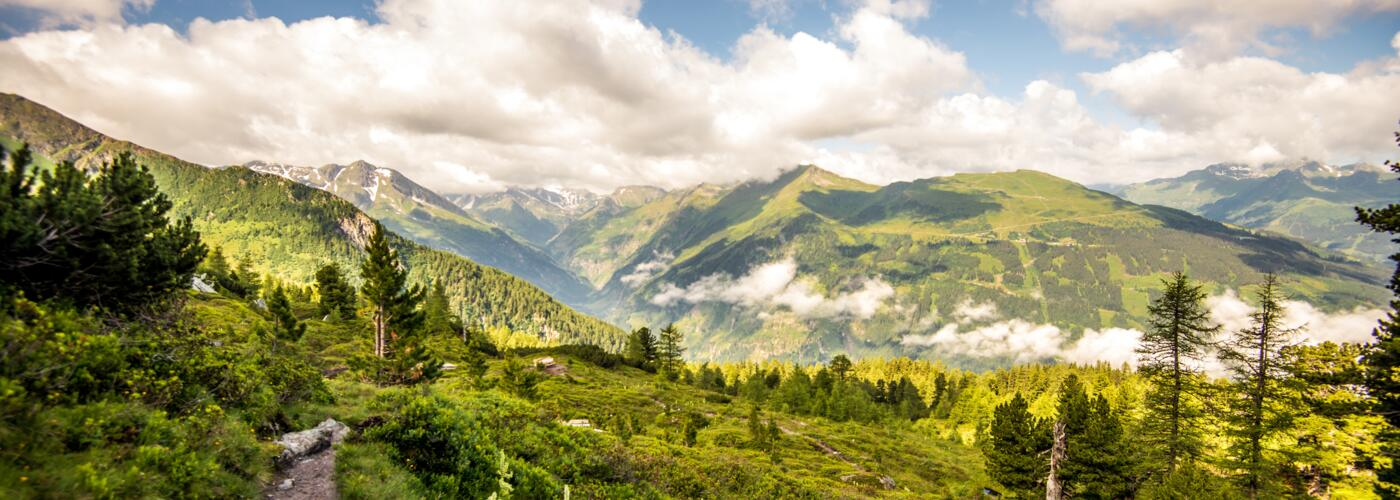 hiking with a view in gastein | © TVB Gastein