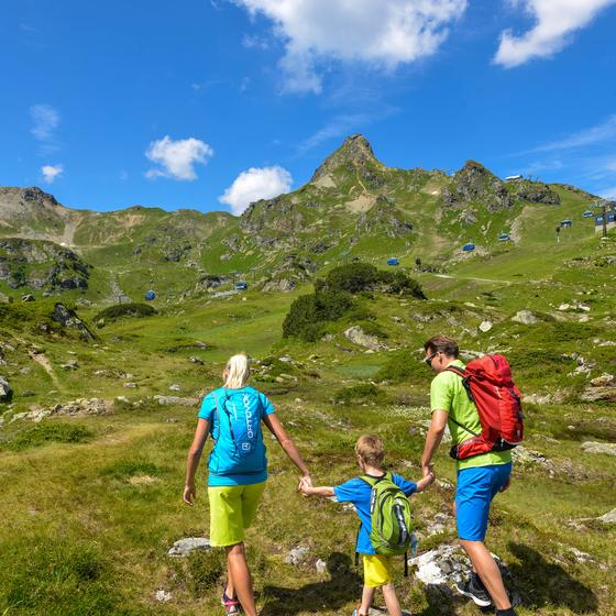 family hike in obertauern